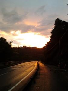 日没近い秋田のとある道路。