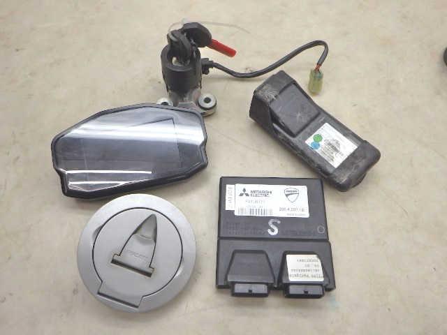 ドゥカティ 1199 パニガーレ ECU メインスイッチ 給油口 キーセット