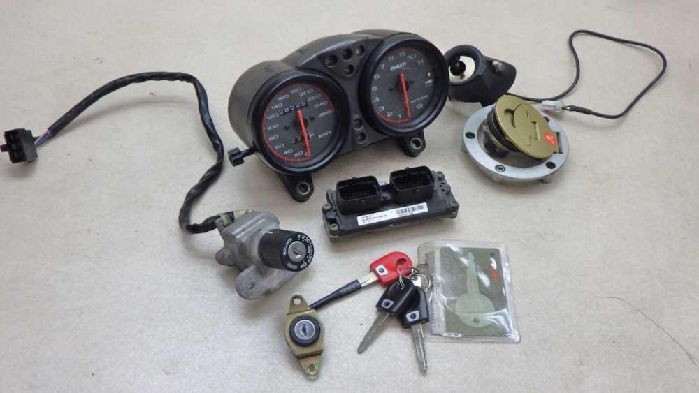 ドゥカティ モンスターS4 メーター ECU 給油口 メインスイッチ シートロック キーセット