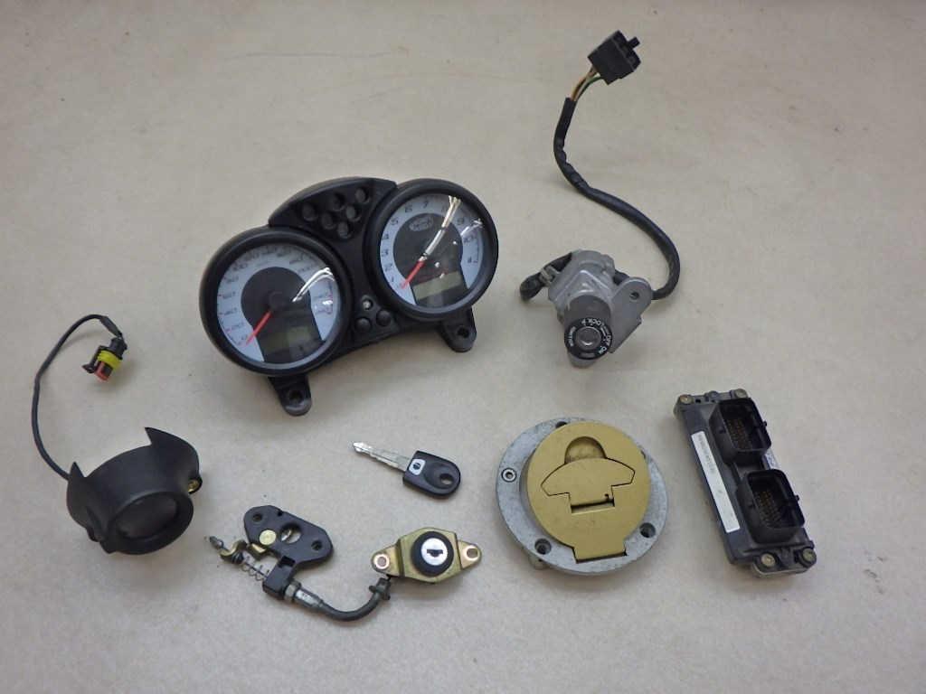 ドゥカティ モンスターS4R メーター ECU メインスイッチ等 送料無料