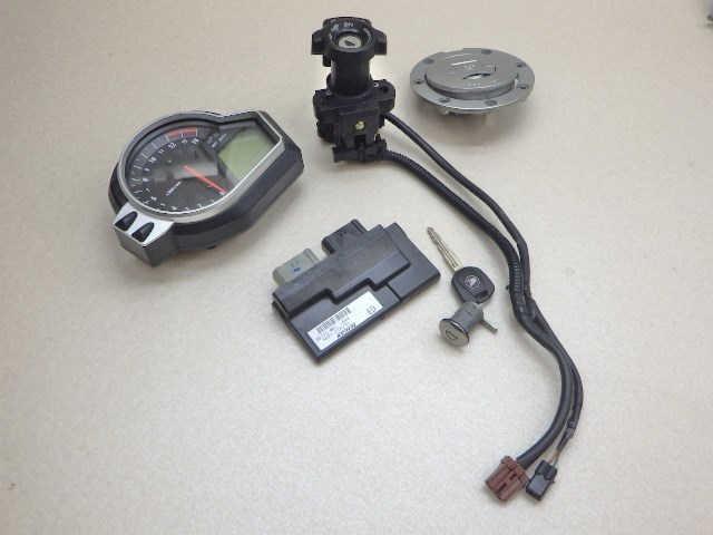 ホンダ CBR1000RR メーター ECU 給油口 メインスイッチ シートロック キー セット