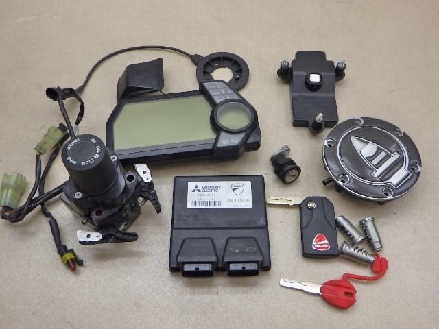 ドゥカティ ムルティストラーダ 1200S ECU メーターパネル メインスイッチ メインキー 給油口 シートロック 送料無料